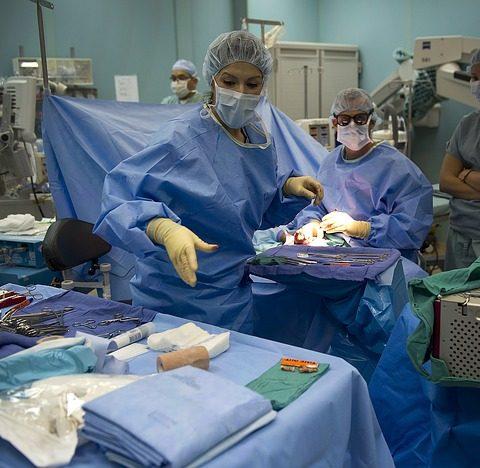 cirugia de aumento de busto